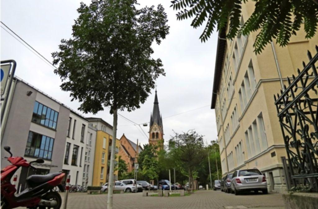 Die Martin-Luther-Schule (r.) mit dem gegenüberliegenden Betreuungshaus. Foto: Julia Bayer