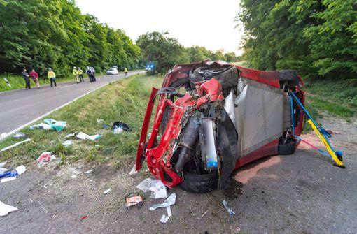 Tödlicher Verkehrsunfall – Sportwagen überschlägt sich
