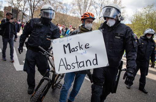 Bei der Demo nur zugeschaut: Polizei angezeigt