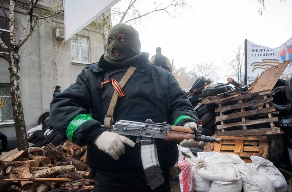 Der Angeklagte soll in der Ostukraine für eine pro-russische Miliz im Einsatz gewesen sein. (Symbolbild) Foto: dpa/Roman Pilipey