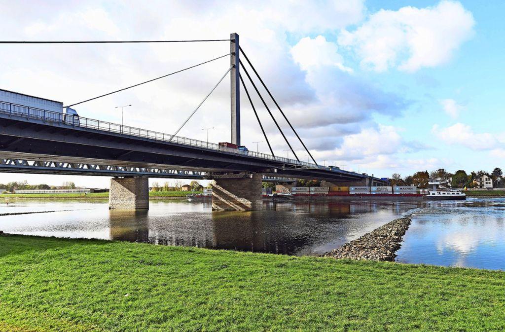 Der Verkehr über die Rheinbrücke rollt wieder normal. Foto: dpa/Uli Deck