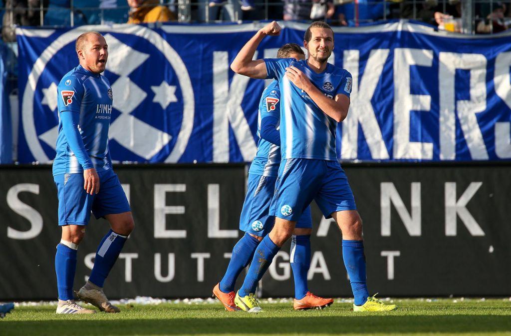 Die Stuttgarter Kickers zeigten gegen den VfB Stuttgart II Muskeln. Foto: Pressefoto Baumann