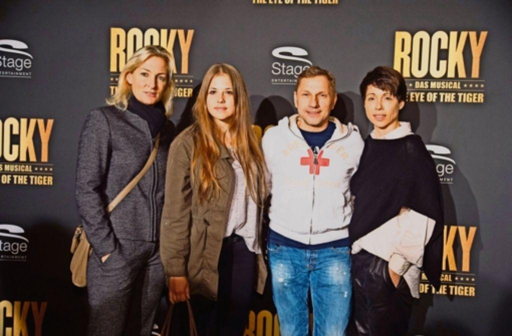 Richy Müller (mit Freundin Christl Stumhofer,) weiß, wie hart das Boxtraining ist. Foto: