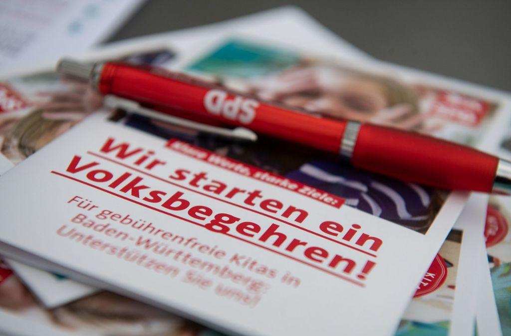 Die Landes-SPD strebt ein Volksbegehren für beitragsfreie Kindergärten an. Doch das Innenministerim hält die für rechtswidrig, weil damit hohe Kosten für den Landesetat ausgelöst würden. Nun klagt die SPD vor dem Landesverfassungsgericht. Foto: dpa