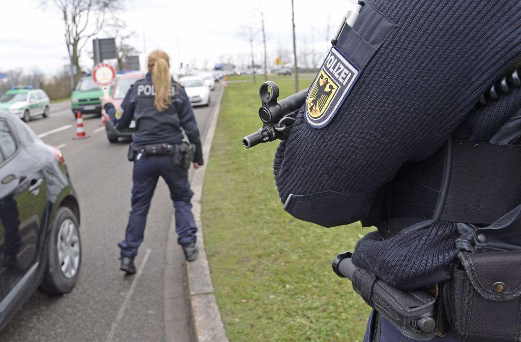 Bundesinnenminister Thomas de Maizière würde der Bundespolizei gern mehr Kontrollrechte geben. Foto: dpa