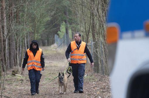 Polizei sucht an Autobahn mit Hunden nach vermisster Rebecca