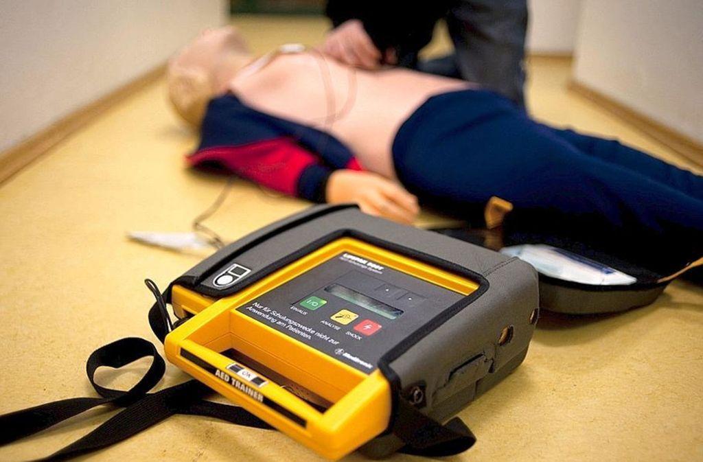 Ein richtig eingesetzter Defibrillator kann Leben retten. Foto: dpa