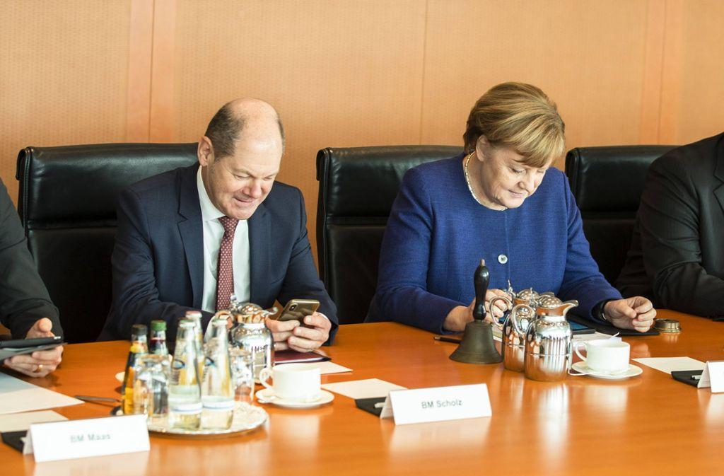 Finanzminister Olaf Scholz und Budneskanzlerin Angela Merkel am Mittwoch im Kabinett: nächste Woche sollen dort die Eckwerte des nächsten Haushalts beschlossen werden. Foto: www.imago-images.de