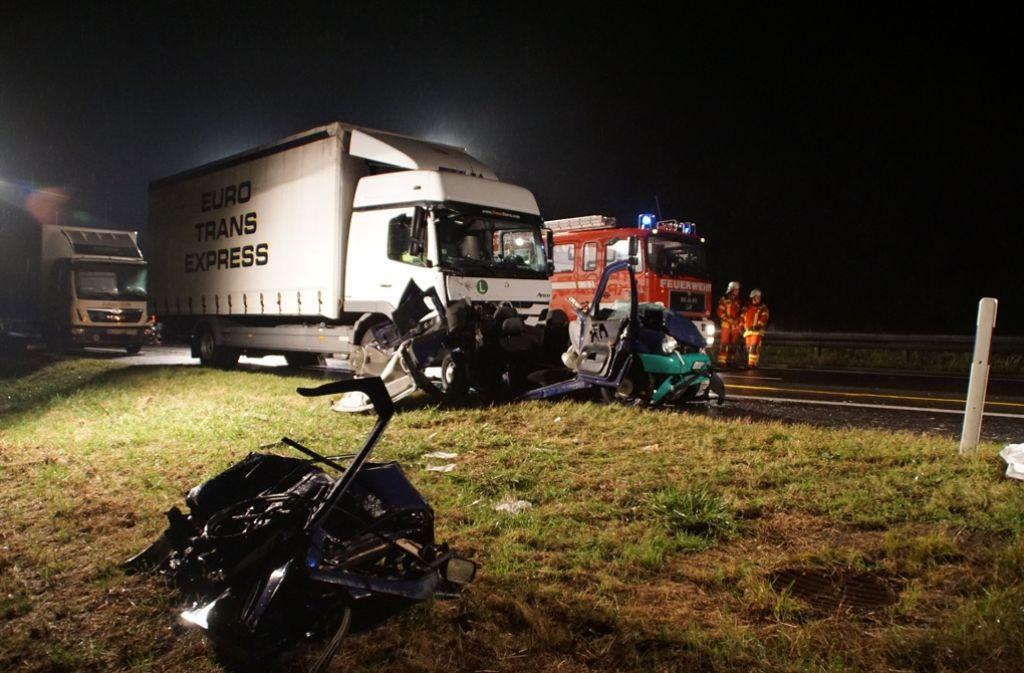 Bei dem Unfall auf der A81 sind eine Tote und mehrere Verletzte zu beklagen. Foto: SDMG