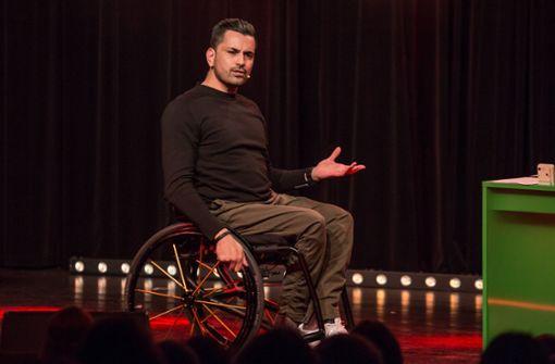 Ein Rolli-Fahrer macht die besten Behindertenwitze