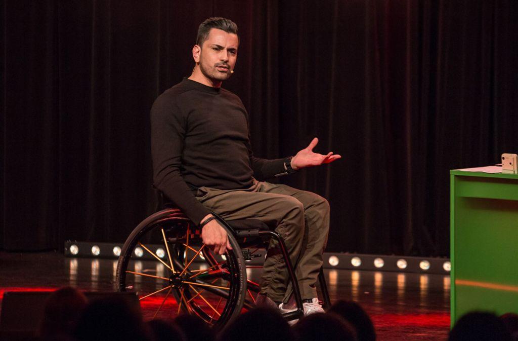 Comedian Tan Caglar bei seinem Auftritt im Stuttgarter  Renitenztheater. Foto: Lichtgut/ Julian Rettig