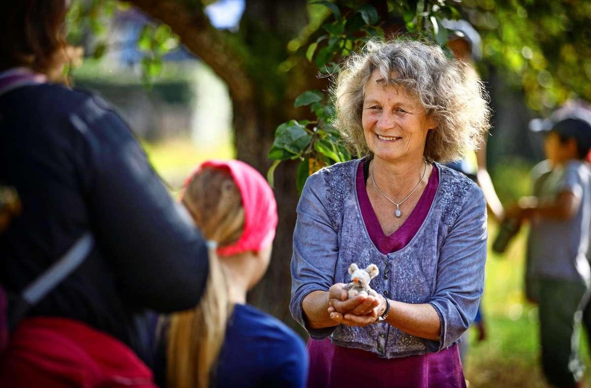 Beim Märchenspaziergang erzählt Petra Weller, wie  die  kleine Maus einen richtig starken Ehemann findet. Foto: