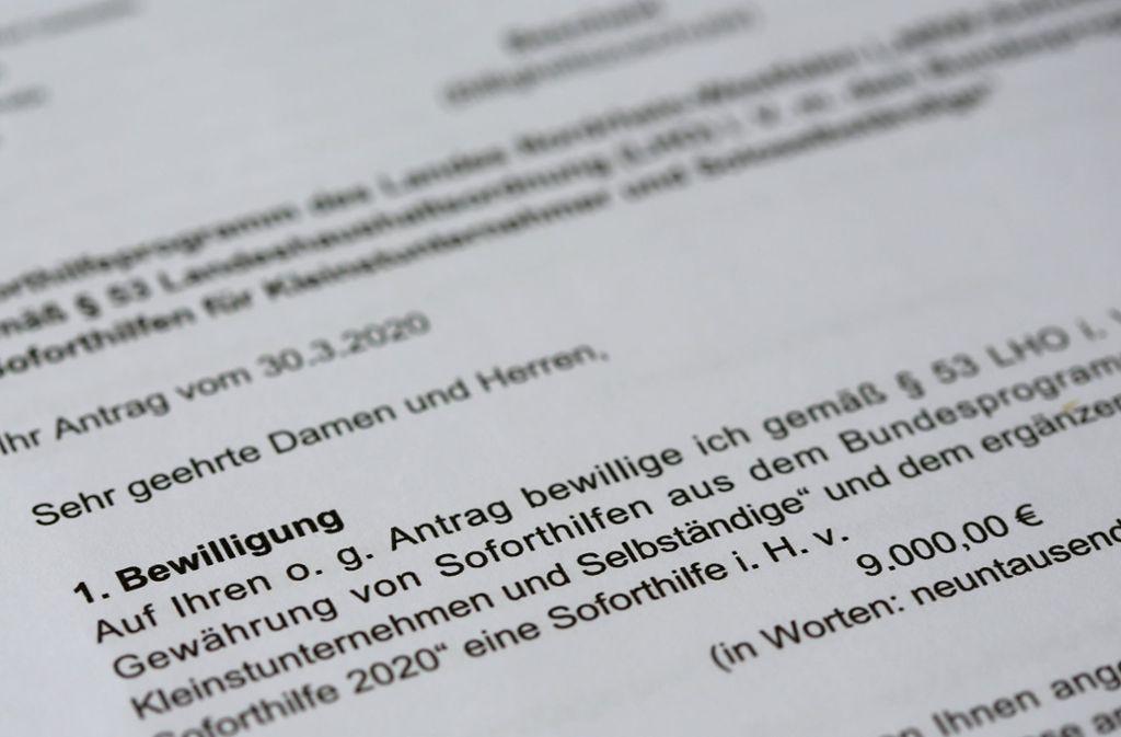 Wegen Betrugsverdacht wurde die Zahlung der Corona-Soforthilfe in Nordrhein-Westfalen gestoppt. (Symbolfoto) Foto: dpa/Roland Weihrauch