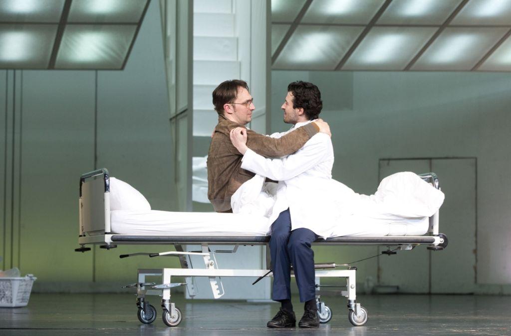 """Die Schauspieler Steven Scharf (links) und Camill Jammal im Theaterstück """"Unterwerfung"""" im Deutschen Theater in Berlin Foto: dpa"""