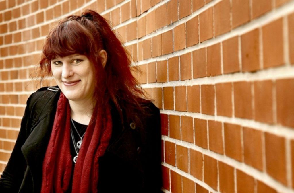 """Kim Schicklang wehrt sich gegen die Stigmatisierung Transsexueller. """"Das größte Problem ist die Welt um uns herum"""", sagt sie. Foto: FACTUM-WEISE"""