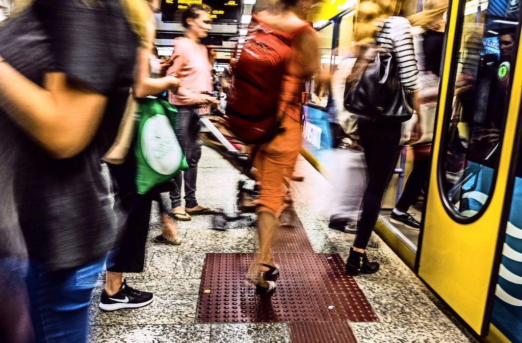 So viele Fahrgäste wie nie nutzten 2016 Busse und Bahnen Foto: Lichtgut/Max Kovalenko