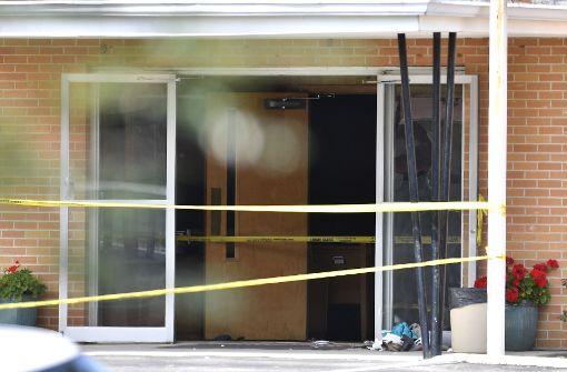 Schüsse in Kirche – mindestens eine Tote