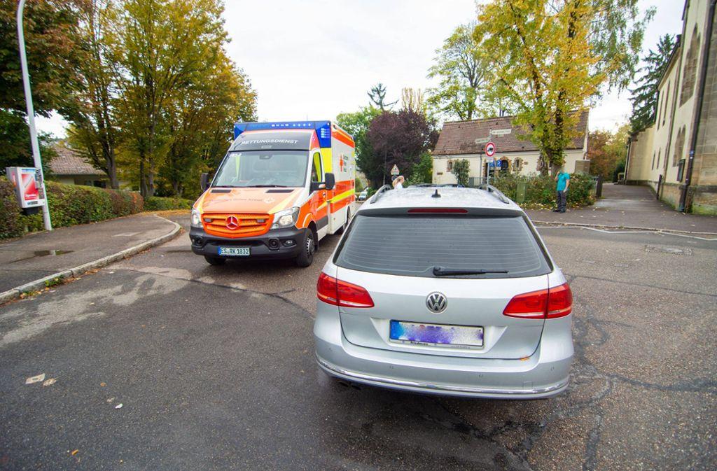 Die Fußgängerin wurde beim Überqueren der Straße von dem Auto erfasst. Foto: 7aktuell//Moritz Basserman