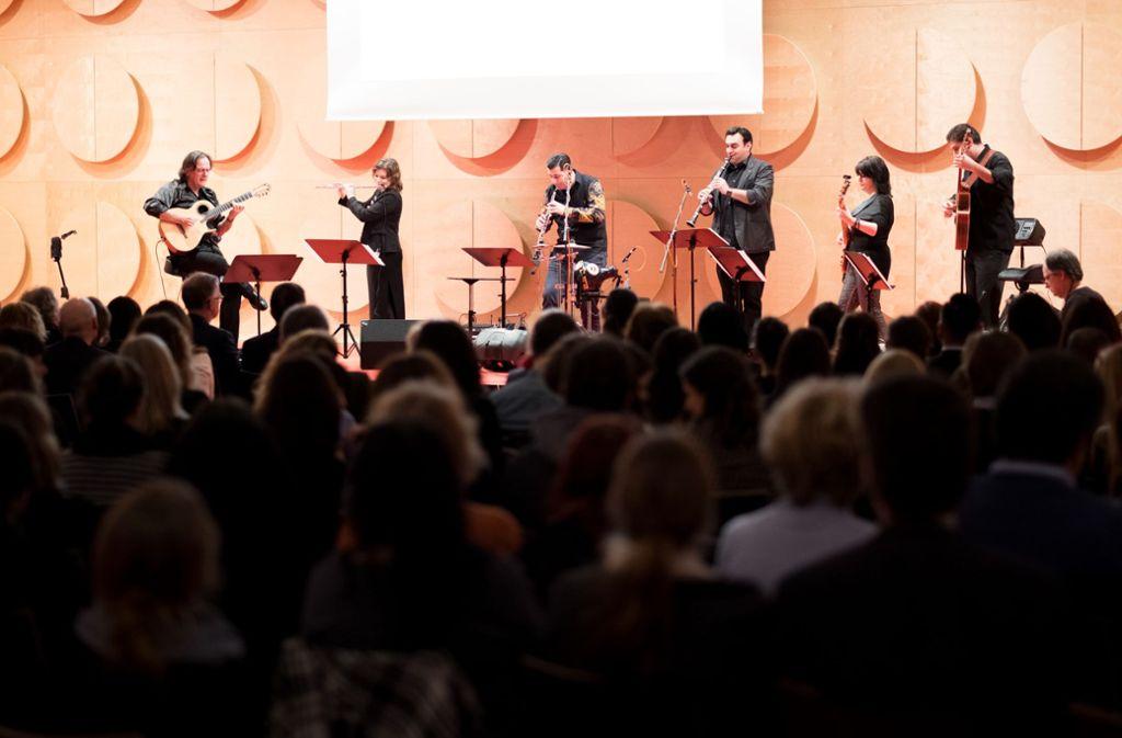 Musiker aus unterschiedlichen Ländern wirken bei der Ziryab-Akademie mit. Sie präsentieren im Linden-Museum ein Konzert mit Einflüssen aus aller Welt. Foto: privat