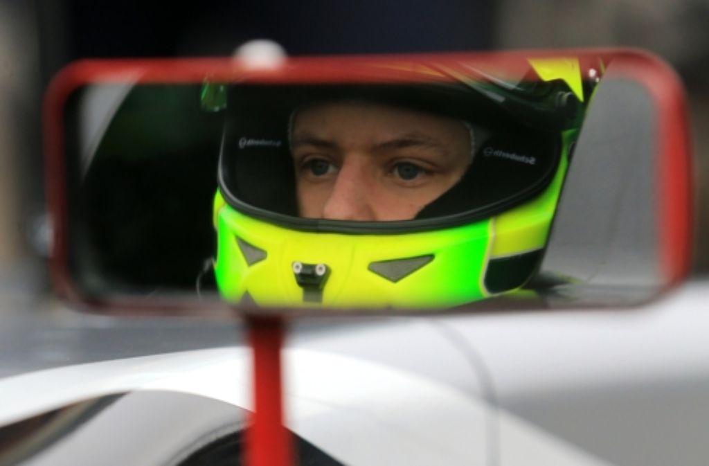 """Mick Schumacher kommt zu """"Stars and Cars"""" in Stuttgart in die Mercedes-Benz-Arena. Foto: dpa"""
