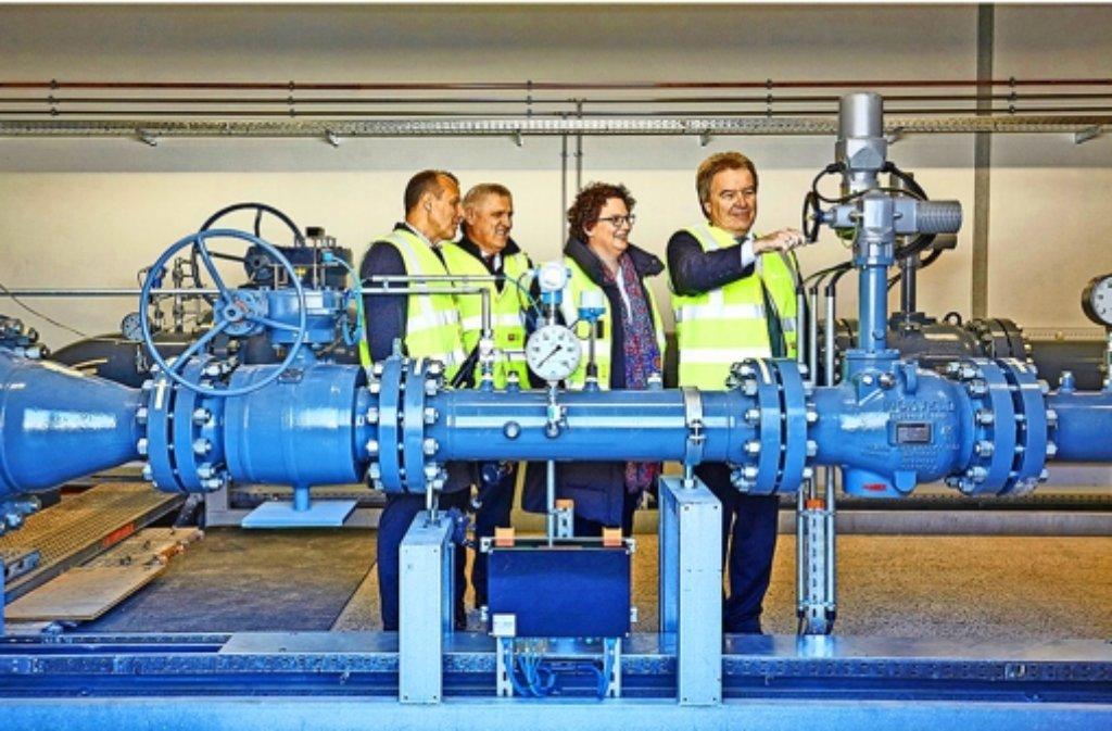 Freie Bahn für das Gas – Umweltminister Franz Untersteller dreht den Hahn auf. Foto: privat