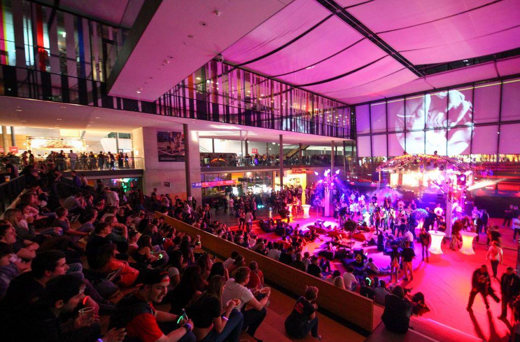 Das unglaubliche Riesenevent mit seinen vier Floors und den langen Laufwegen zwischen Messe Halle 1 und ICS war gut besucht. Foto: 7aktuell.de/Daniel Jueptner