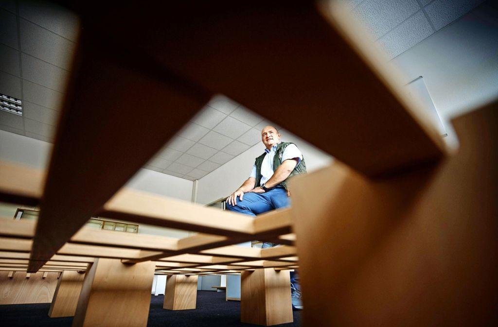 Der Unternehmer Gerald Schatz setzt auf Betten ohne Schrauben. Foto: Gottfried Stoppel