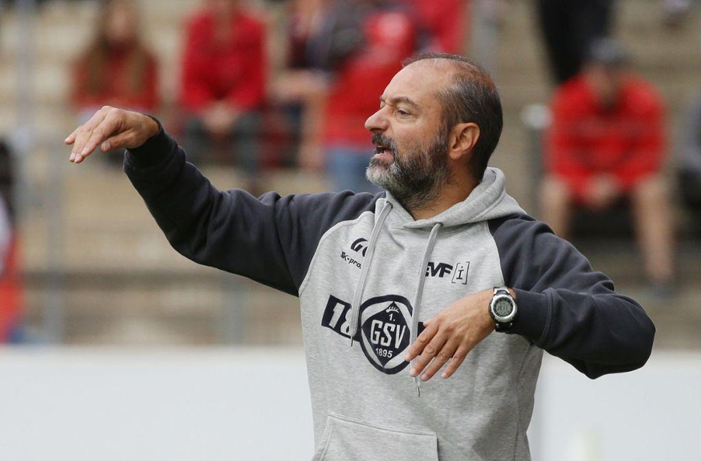 Viel Unverständnis über die Art und Weise der Entscheidung, Hessen Kassel in die Regionalliga aufsteigen zu lassen: Göppingens Trainer Gianni Coveli. Foto: Baumann