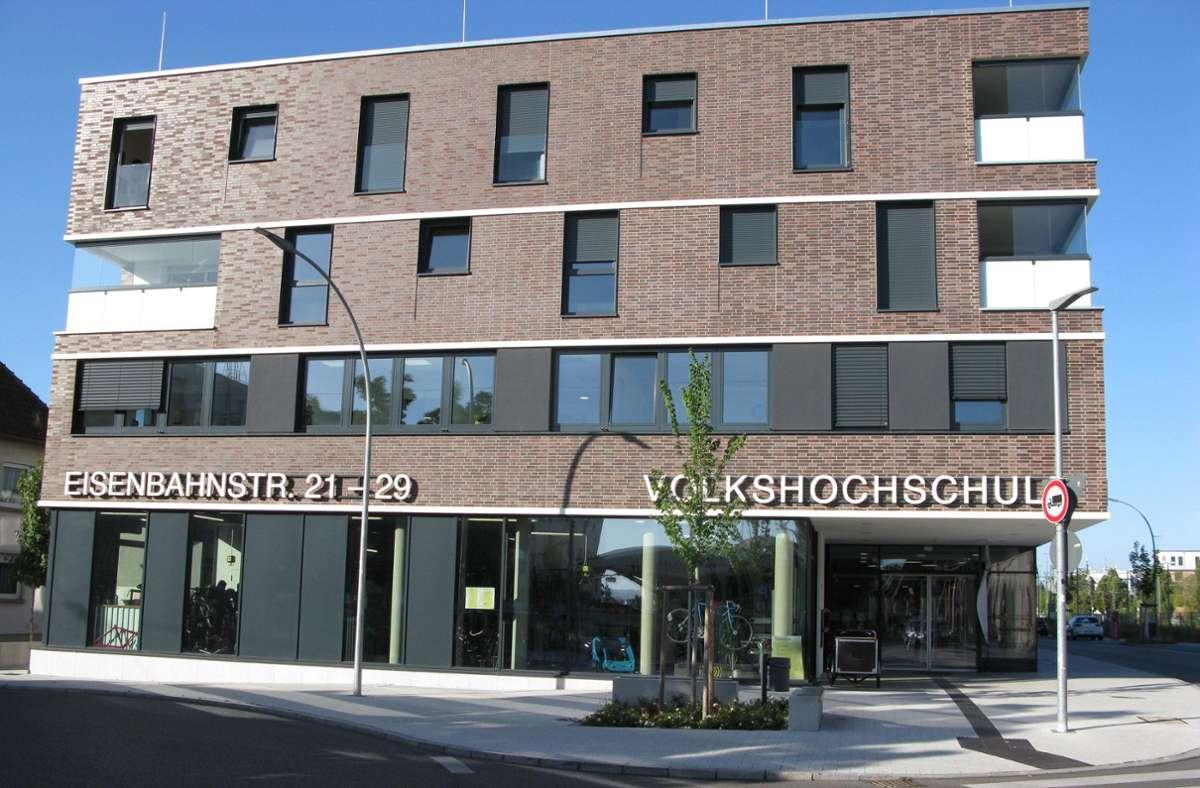 Ab Montag Sitz eines neuen Corona-Testzentrums: die VHS in Fellbach. Foto: Dirk Herrmann