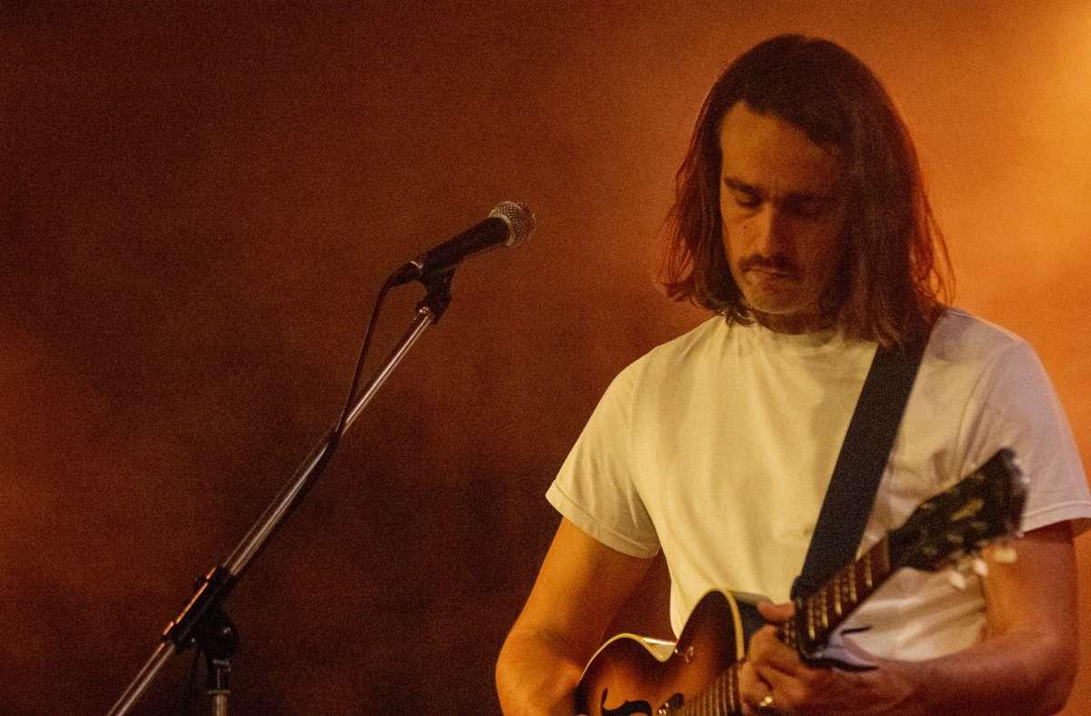 Trauriger Musiker: Daniel Benyamin. Weitere Bilder vom Konzert im Merlin am Samstag zeigt die Fotostrecke. Foto: Jan Georg Plavec