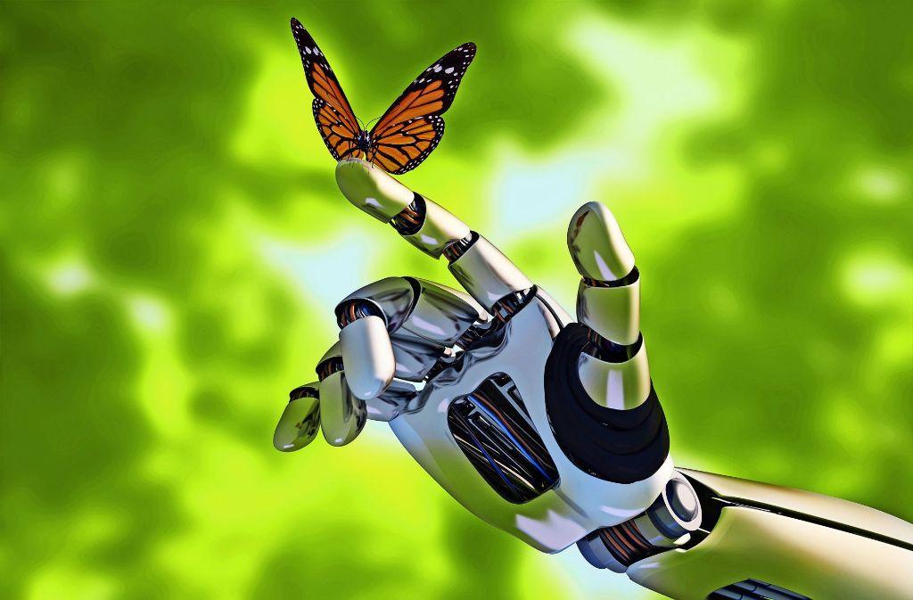 Natur trifft Technik – wie der Schmetterling die Roboterhand Foto: Kovalenko I / Adobe Stock