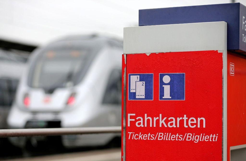 Tickets im Fernverkehr werden teurer. (Symbolfoto) Foto: dpa-Zentralbild