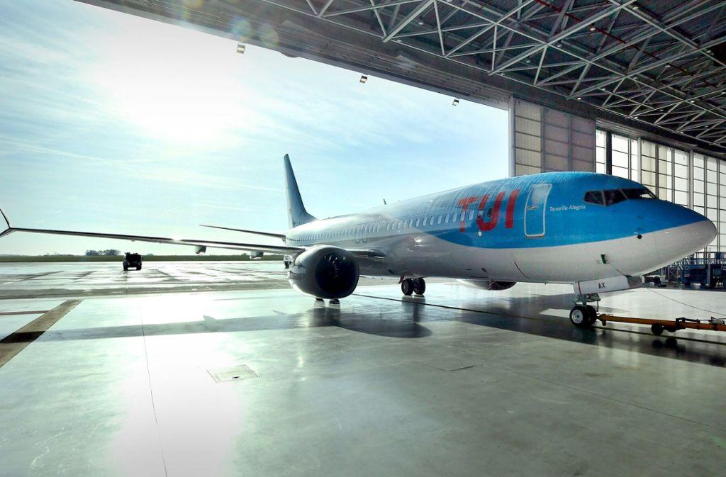 Eine Boeing 737 Max 8 wird im Januar 2018 am Brüsseler Flughafen der Reisegesellschaft Tui übergeben. Foto: dpa