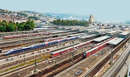 Stuttgarts Hauptbahnhof und sein Gleisvorfeld: noch ist unklar, wie das Areal  nach der Fertigstellung von S 21 genutzt wird. Foto: dpa