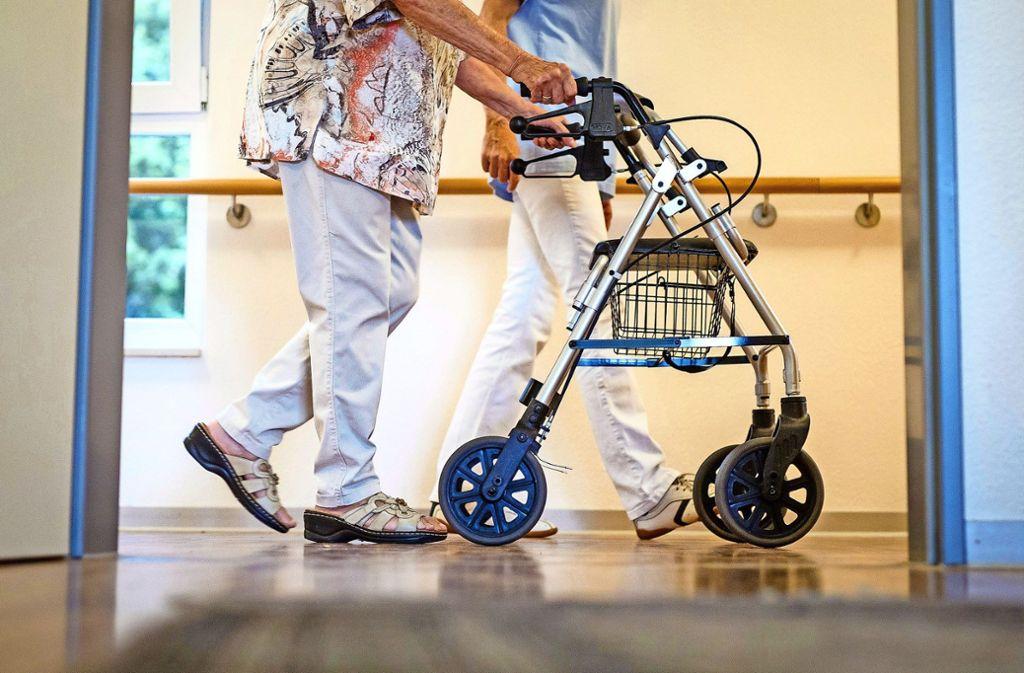 Im schlimmsten Fall fehlen im Jahr 2030 mehr als 2000 Pflegeplätze in der Stadt. Foto: dpa/Christoph Schmidt