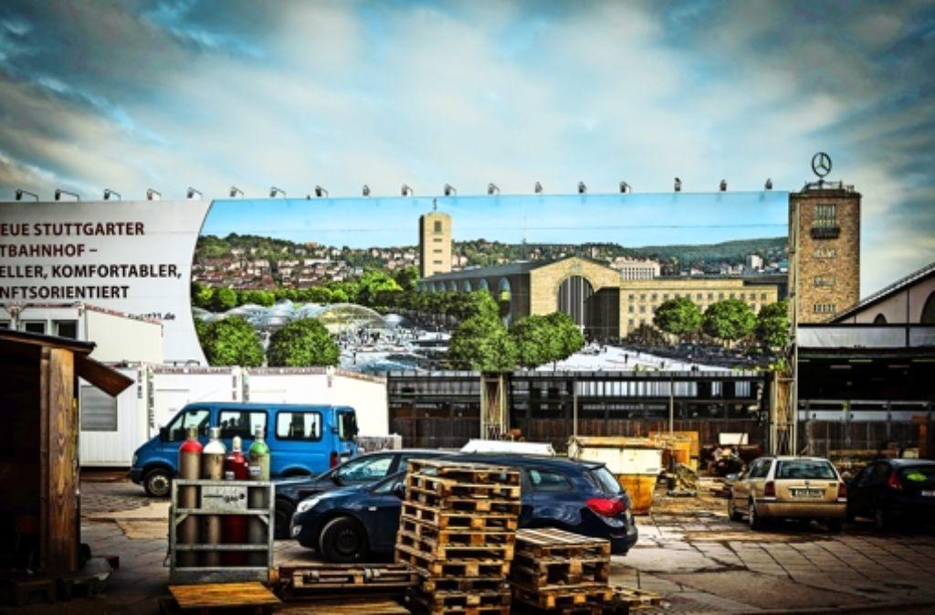 Die Bahn präsentiert den Tiefbahnhof als grüne Oase mit Großbäumen. Die städtischen Planer  bezeichnen diese Animation als unrealistisch. Foto: Achim Zweygarth
