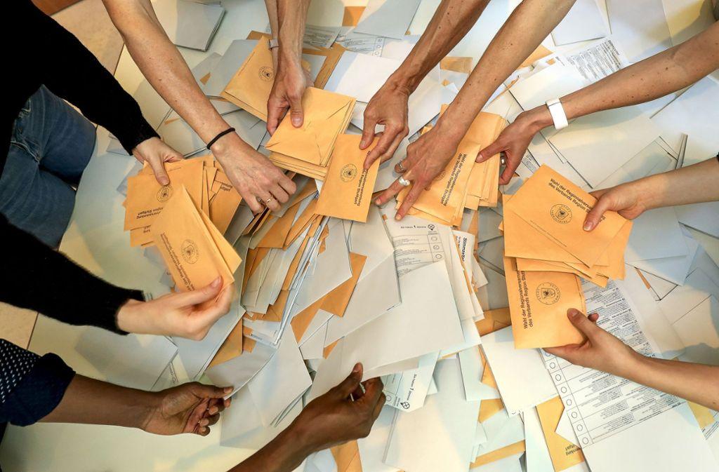 Kurz nach 18 Uhr beginnt das große Auszählen in den Wahllokalen im Kreis Ludwigsburg – viele freiwillige Helfer sind gefragt. Foto: factum/