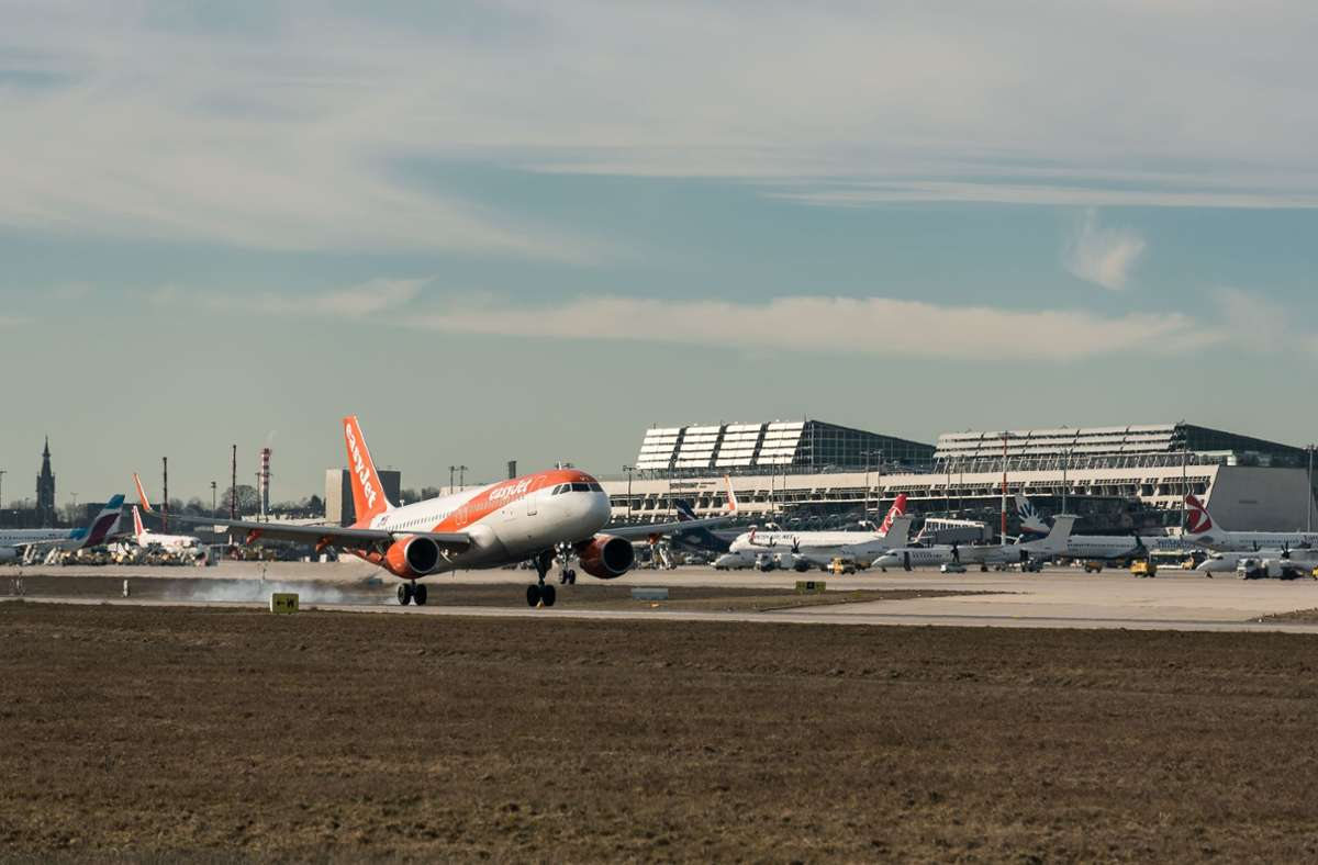 Am Flughafenzaun seien die Ultrafeinstaubwerte beim Anflug von Flugzeugen besonders hoch, sagt die Schutzgemeinschaft Filder. Foto: Lichtgut/Max Kovalenko