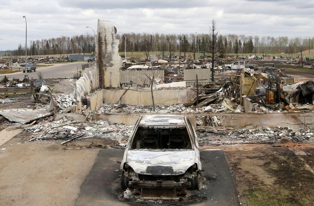 Haus abgebrannt, Auto abgebrannt: Der Flächenbrand ist über diese Siedlung bei Fort McMurray hinweggegangen. Foto: AFP