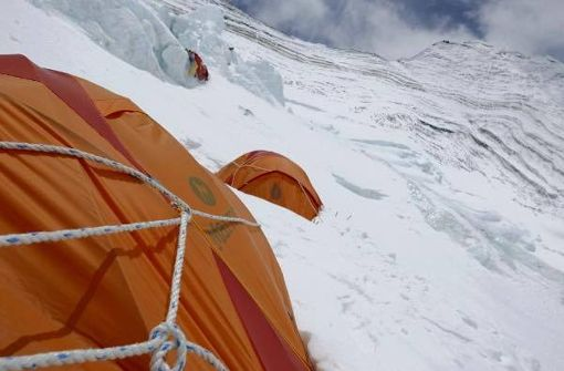 Blick von Camp I auf 7000 Meterr auf den Nord- und Nordostgrat, der auf den 8848 Meter hohen Gipfel des Mount Everest führt. Foto: Furtenbach Adventures