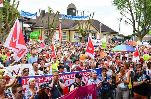 Tausende protestieren gegen Rechtsextreme in Karlsruhe
