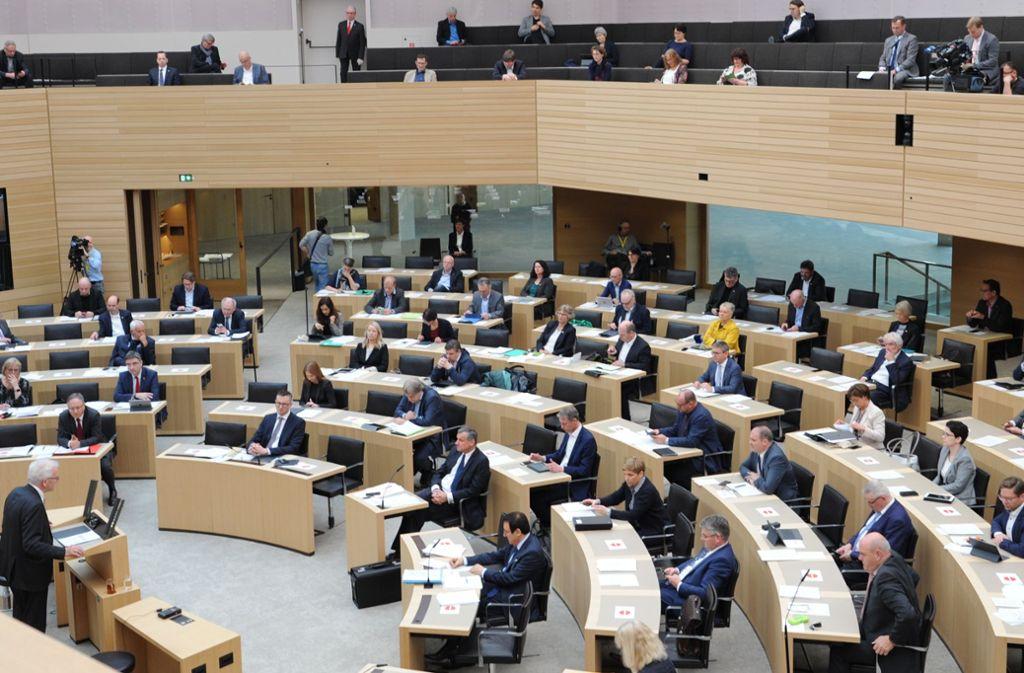 Am Donnerstag fand die Landtagssitzung mit Sicherheitsabstand zwischen den Abgeordneten statt. Foto: Landtag Baden-Württemberg