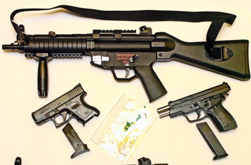 Softairwaffen sind aus Plastik, sehen jedoch täuschend echt aus. Foto: dpa