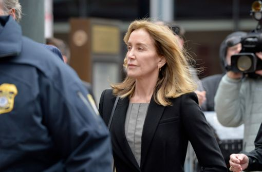 Schauspielerin Felicity Huffman bekennt sich schuldig - Haft droht