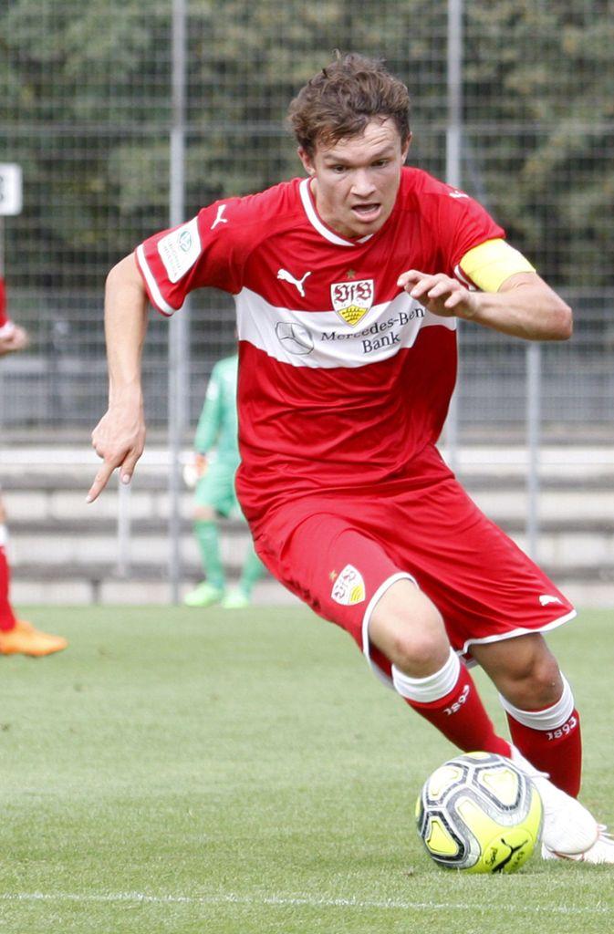 Jordan Mayer: Wie bereits beim Vier-Nationen-Turnier Anfang September wurde der zentrale Mittelfeldspieler der VfB-B-Junioren für die deutsche U-17-Nationalmannschaft nominiert. Am Samstag wurde er beim 1:1 (1:0) gegen die dänische U-17-Auswahl in der 69. Minute eingewechselt. Im Rückspiel gegen Dänemark durfte der VfBler von beginn an ran, Deutschland gewann das Spiel 2:1. Foto: Baumann