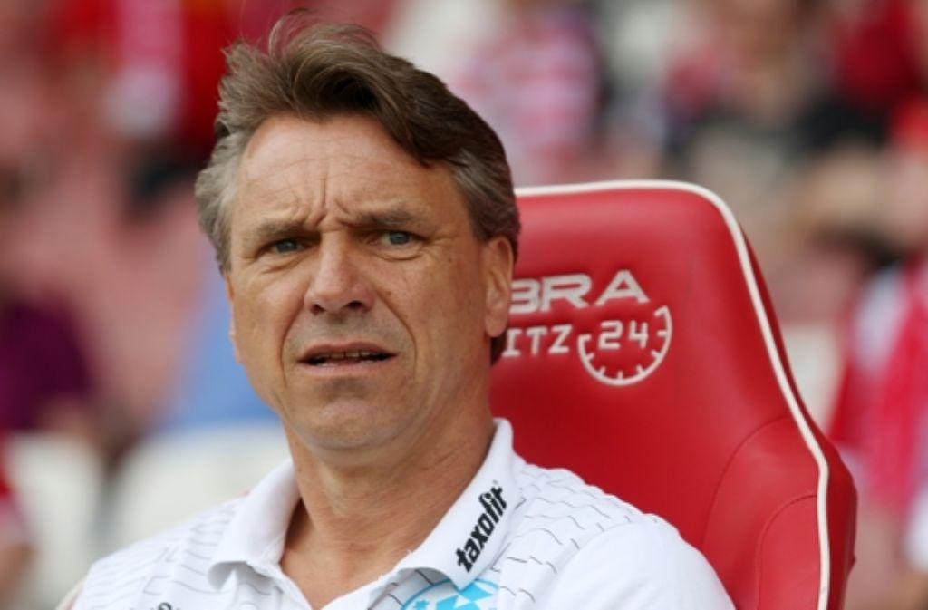 Der Trainer der Stuttgarter Kickers, Horst Steffen, musste mitansehen, wie sein Team in Cottbus mit 2:0 verlor. Foto: Bongarts
