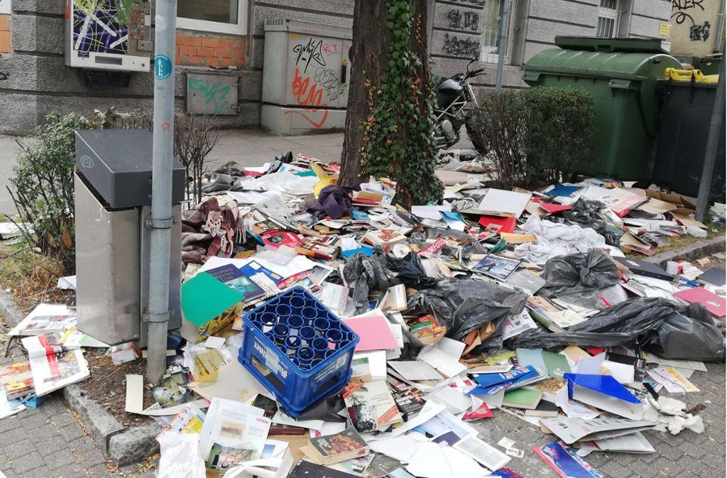 Anwohnern bot sich kein schöner Anblick an der Nagelstraße. Rund um einen Baum häuften sich illegal entsorgtes Altpapier und andere Abfälle. Foto: Cedric Rehman