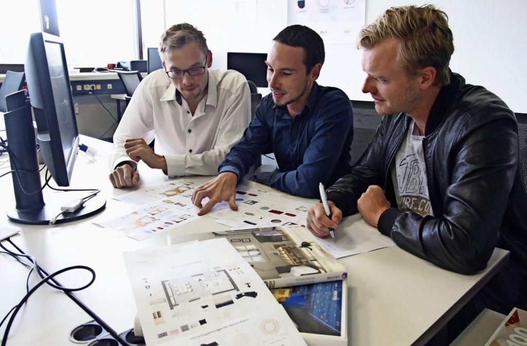 Die drei Roomtailors-Gründer (von links): Tobias Lange (32), Michael Hilkert (32) und Clemens Hildebrandt (31) Foto: Ralf Recklies