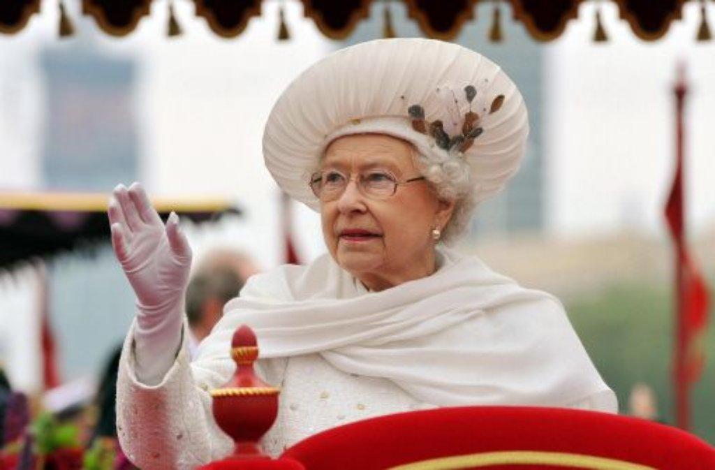 Großbritannien: Königin Elizabeth II. zeigt trotz ihres stolzen Alters von 86 Jahren keine Anzeichen von Amtsmüdigkeit. Sie ist so populär wie nie zuvor. Im vergangenen Jahr feierte sie unermüdlich ihr Diamantenes Thronjubiläum, 2013 freut sie sich auf einen weiteren Urenkel. Foto: dpa