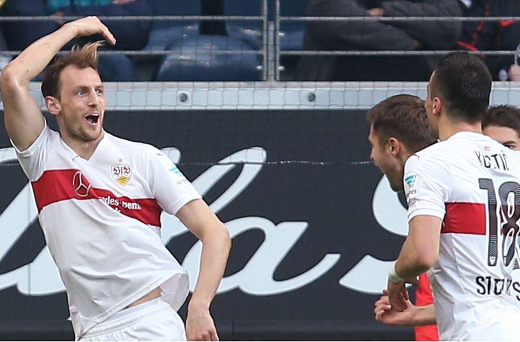 Georg Niedermeier (li.) bejubelt einen seiner seltenen Treffer im VfB-Trikot Foto: Baumann